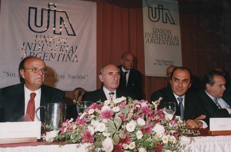 Con-el-entonces-presidente-Fernándo-de-la-Rúa-en-una-conferencia-de-la-UIA.-1.jpg