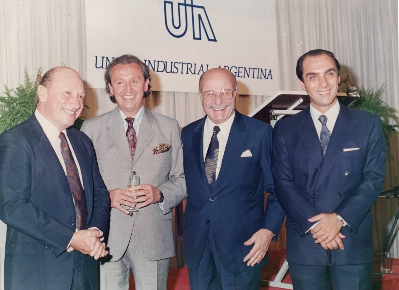 Junto-a-otros-miembros-del-Comité-Ejecutivo-de-UIA.-1.jpg